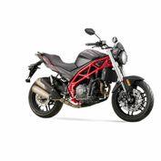 moto_victory_venon400_negro_rojo_2021_foto2